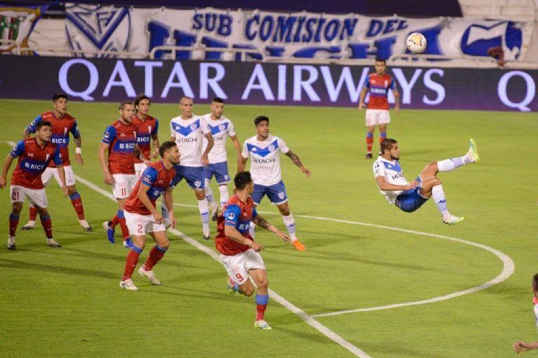 Vélez cayó de local ante la U de Chile por la Copa Sudamericana