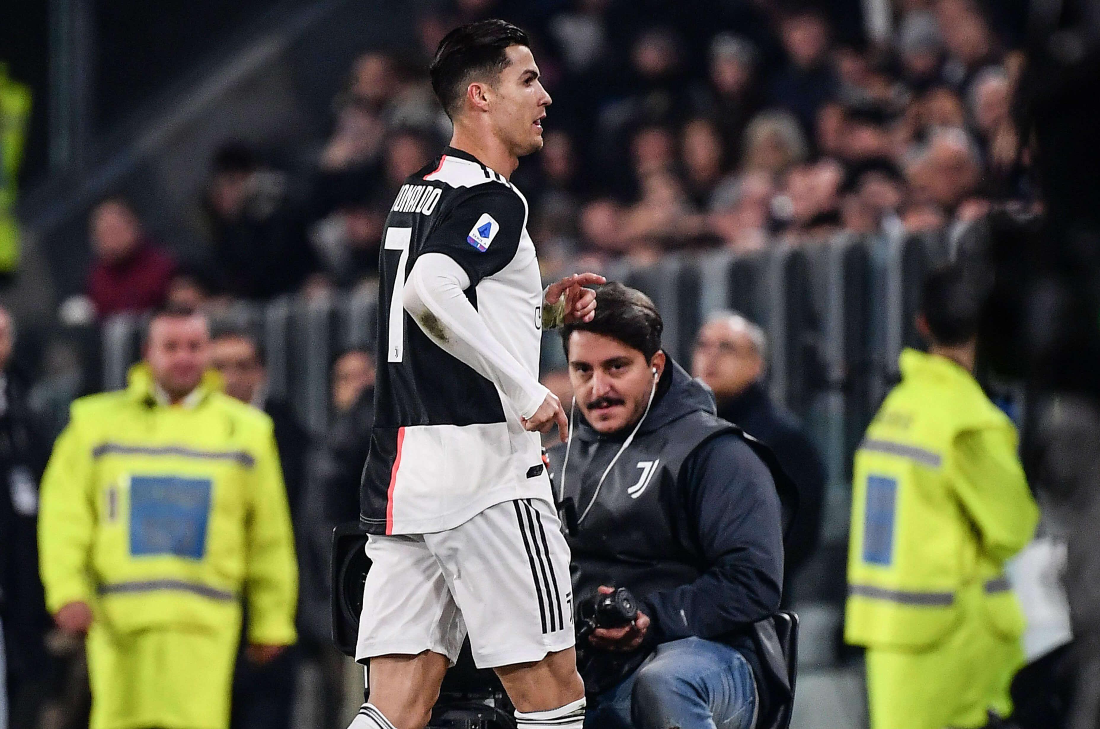 Cristiano Ronaldo salió por Dybala