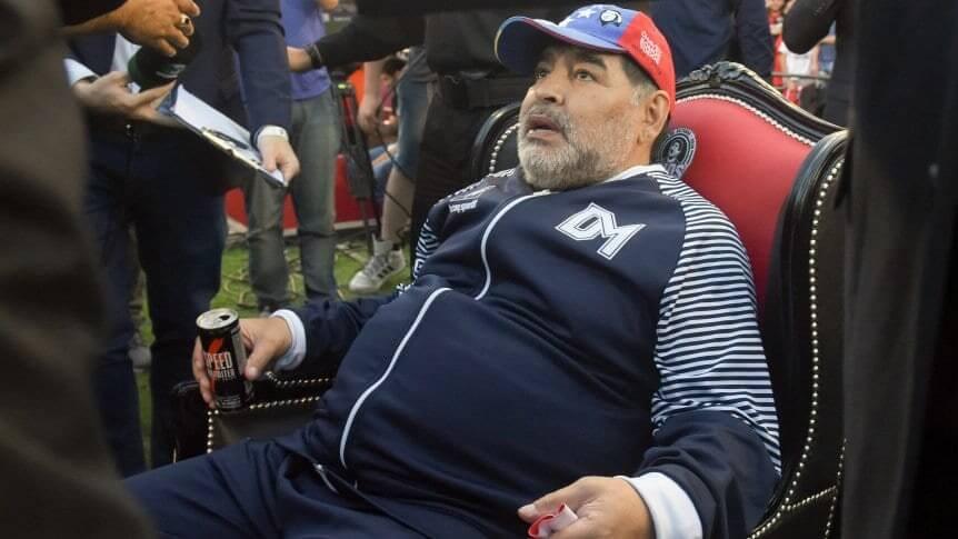 Maradona cerca del Elche de España