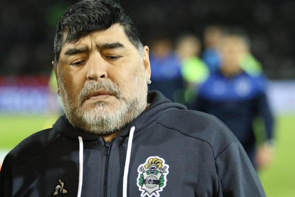 Maradona le pegó a Riquelme