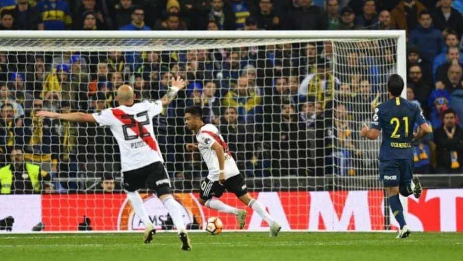El festejo del gol del Pity Martínez