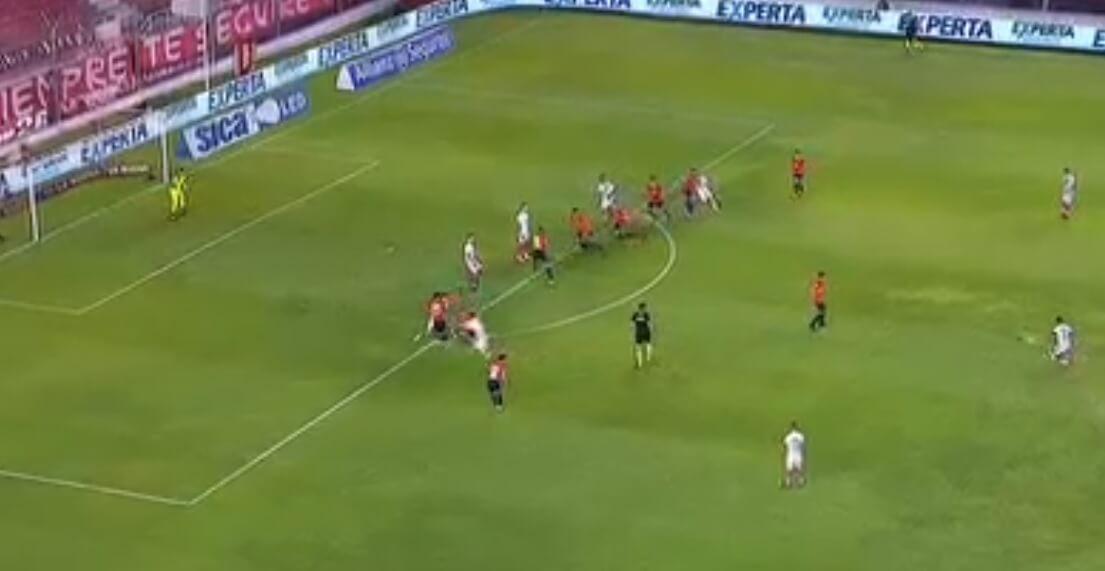 Jugada preparada Álvarez Suárez Arsenal Independiente